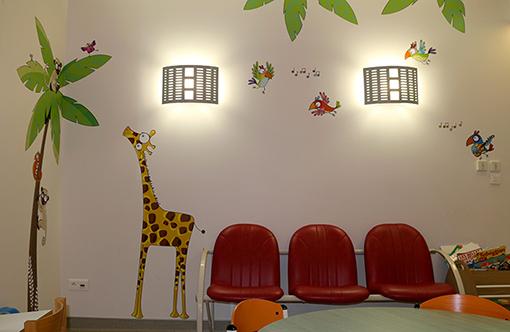 decoration-hopital-salle-attente-afrique-besancon-5
