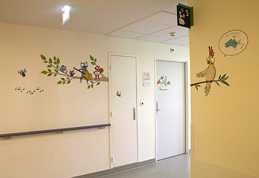decoration-hopital-salle-attente-oceanie-besancon-1