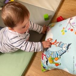 coussin pour bébé thème campagne avec des animaux