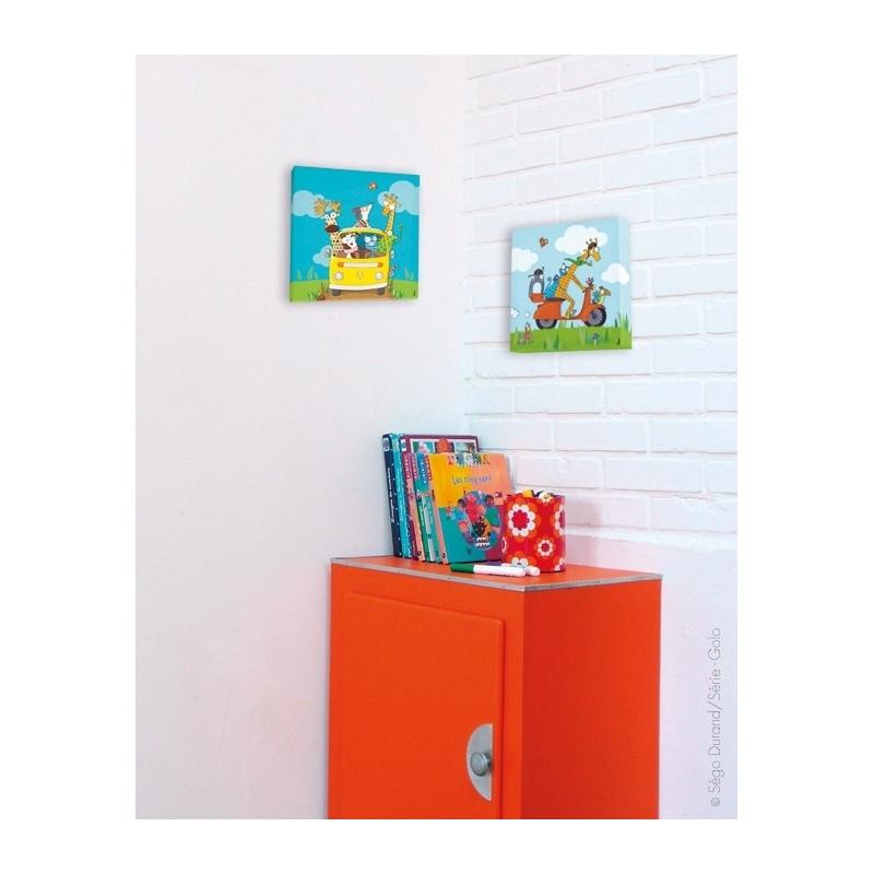 Idéal pour la décoration d'un mur d'une chambre d'enfant. Scooter et animaux.