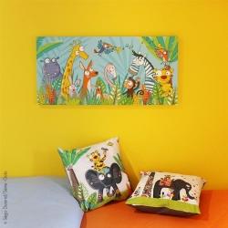 Au chaud sous sa couette en coton, au-dessus du lit, une touche de bonne humeur avec ce tableau animaux rigolos.