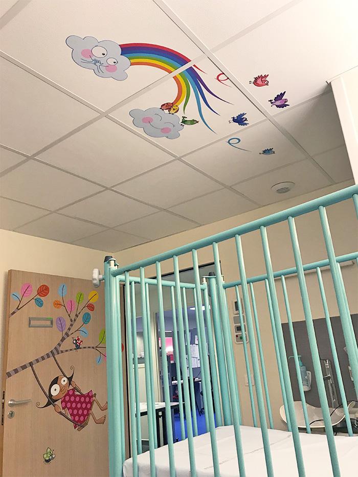 Des dalles de plafond à l'hôpital pour rassurer les enfants