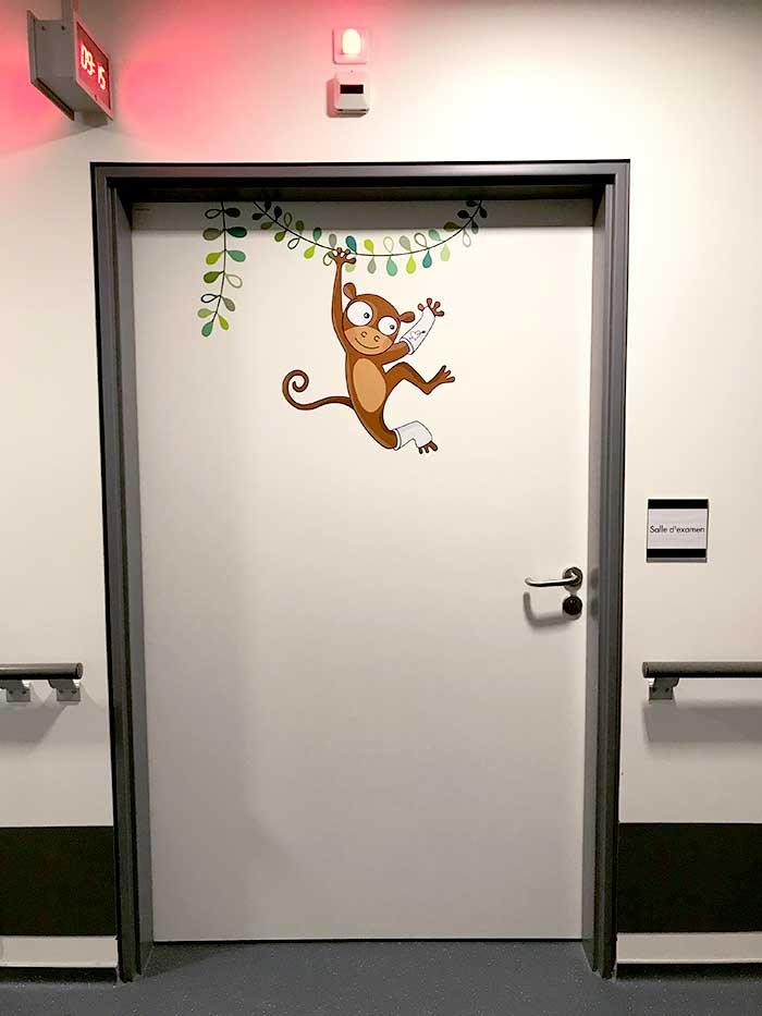 Des animaux sur les portes pour décorer le service